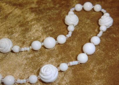 画像4: 薔薇彫刻玉シャコ貝のロングネックレス